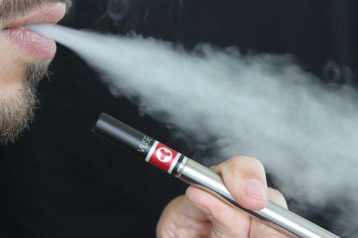 Fakta Menggelitik Tentang Rokok Elektrik